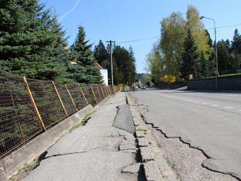 458f0f7ff04 Chodníky v ulici Brumovská projdou rekonstrukcí (Foto  MěÚ Val. Klobouky)