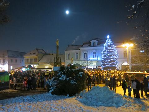 Valašskému jarmeku bude předcházet rozsvícení vánočního stromu. foto  město  Valašské Klobouky 452c6d4fba