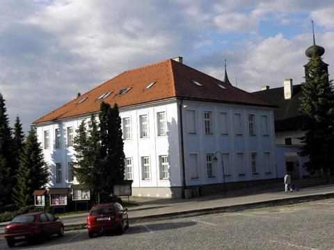 Valašské Klobouky usilují o rozšíření gymnázia. Valašskokloboucká radnice  (Foto  Zlin.cz) ef6f8a46a7