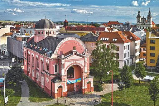 Po rekonstrukci by měla fasáda synagogy v Uherském Hradišti změnit barvu. foto: město Uherské Hradiště