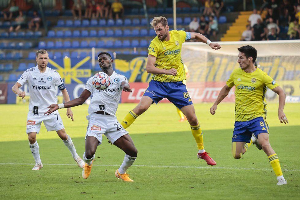 Fotbalisté Zlína (žluté dresy) doma v sobotu podlehli Sigmě Olomouc 1:4, foto: FC Fastav Zlín